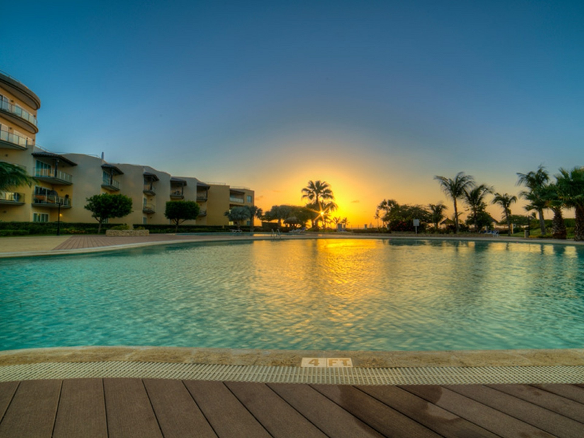 Sunsets & Sandy Shores Oceanfront Condo at Eagle Beach photo 3